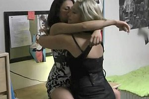 orgasmic lesbian babes from www meanlesbos com video15